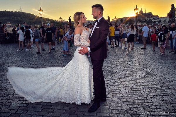 O17-Sesja ślubna w Pradze – Plener ślubny w Czechach/ Most Karola/